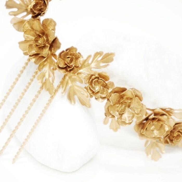 tiara de flores dorada